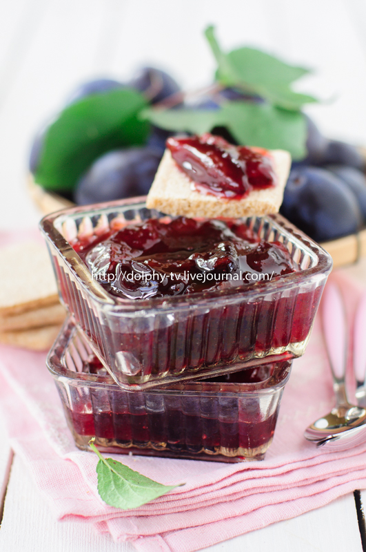 Plum Jam in Clear Glass Square Bowls