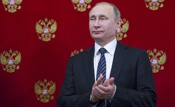Наша демократия рушится — а Путин посмеивается