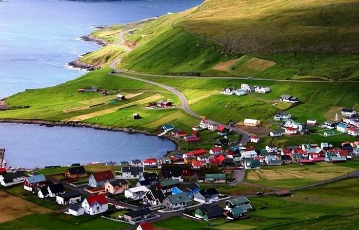Население островов - чуть менее 50 000 человек.