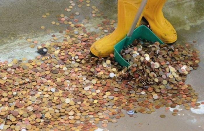 Туристы за год бросили в римский фонтан Треви 1,4 млн евро!