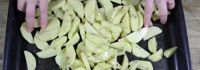 картофель с орегано и оливковым маслом
