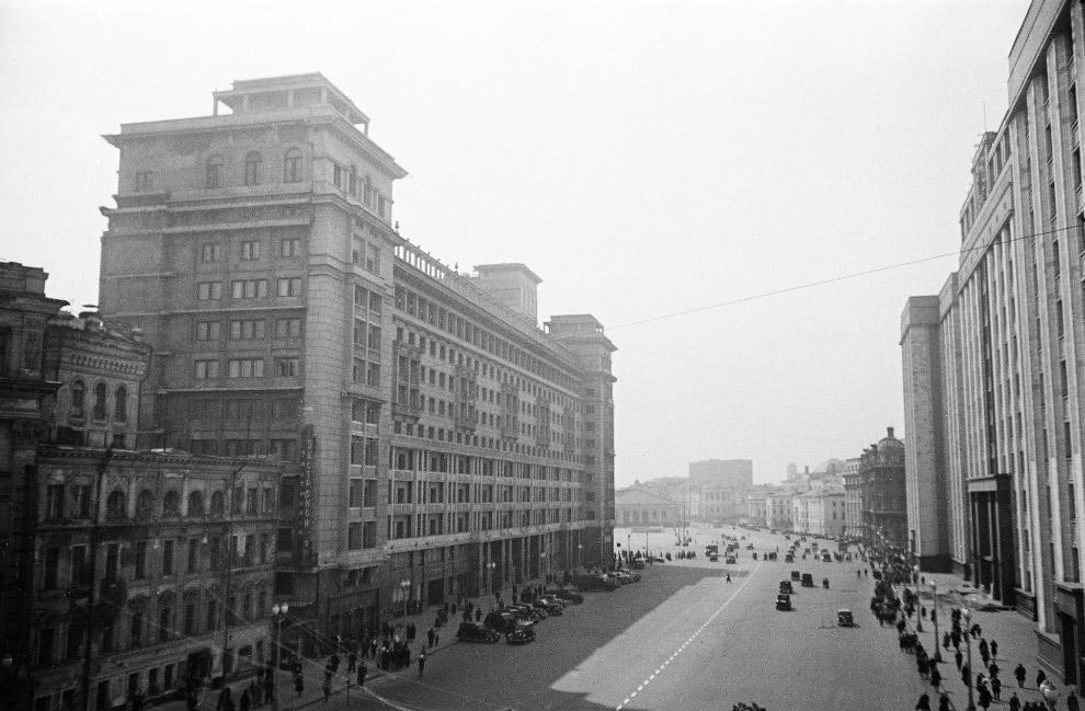 Вид от Большого Театра на Манеж