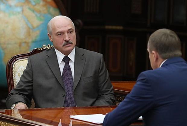 Лукашенко впервые после «инсульта» появился на публике
