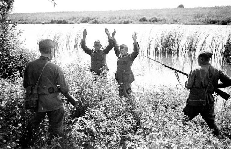 Как красноармейцам запрещалась поступать с плененными немцами