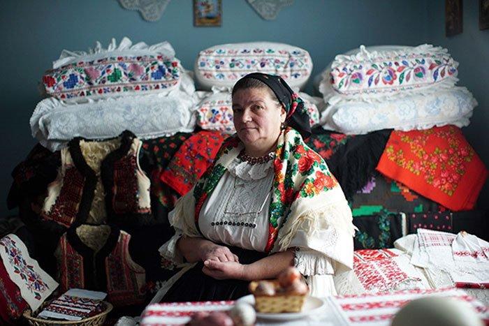 Как румыны ответили Диору, скопировавшему их традиционный наряд