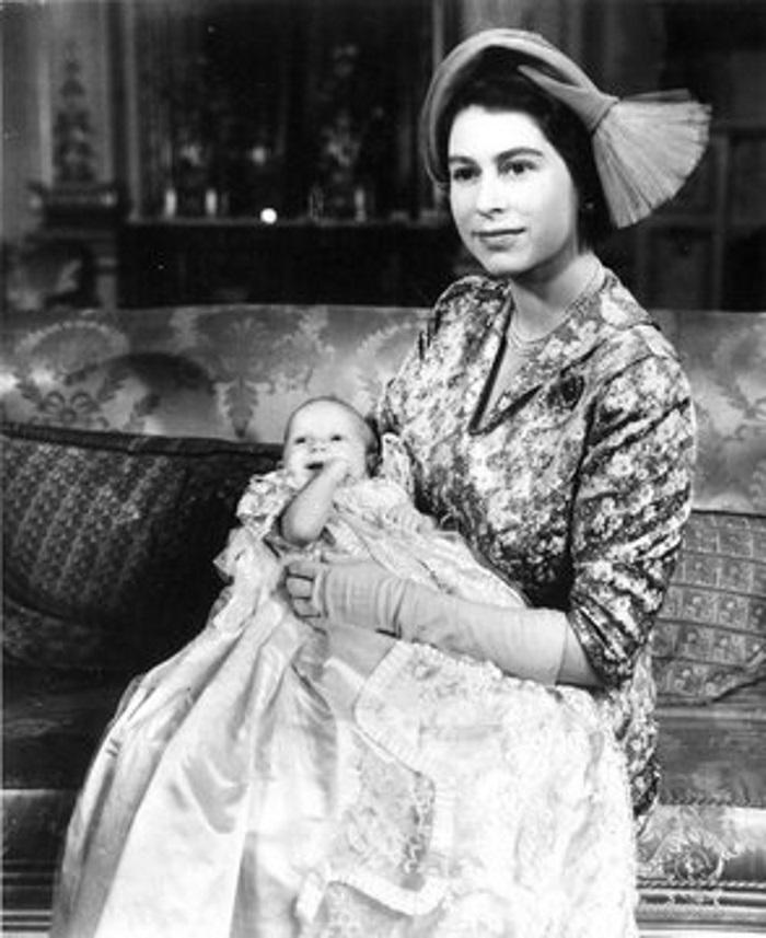 Почему у детей дочери Елизаветы II принцессы Анны нет королевских титулов