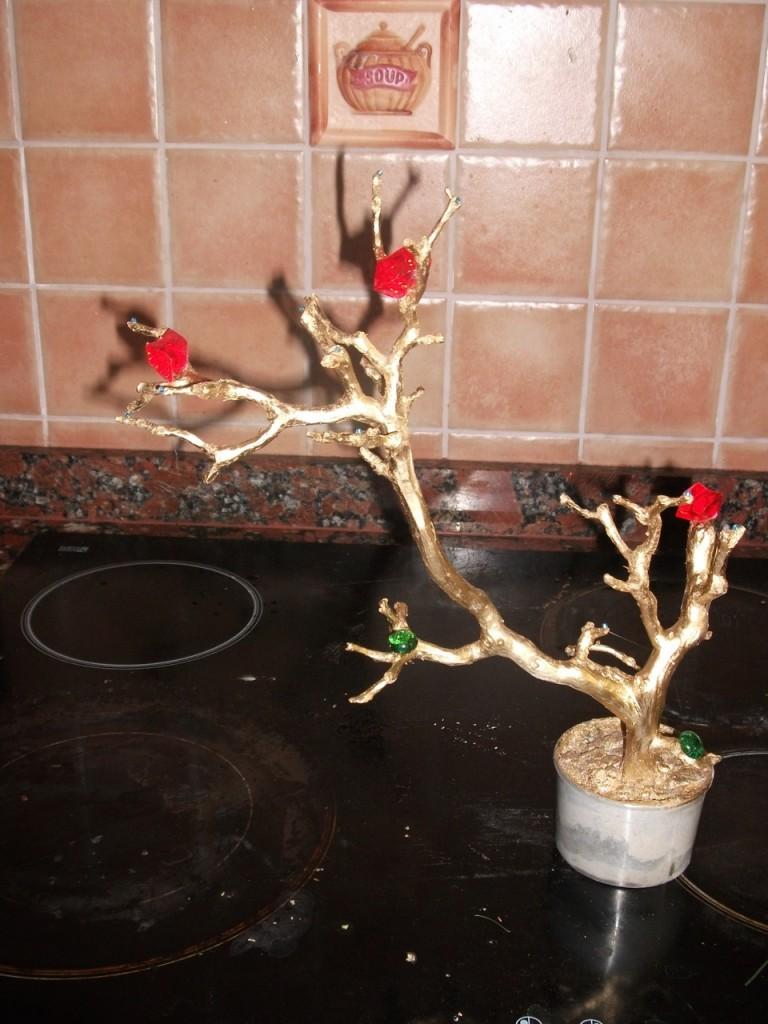 Дерево из веток своими руками мастер класс пошагово фото