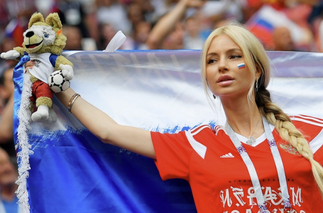 """Идите вы на х...со своим """"Сексизмом""""! ФИФА просит не показывать красивых девушек на футболе!!!"""