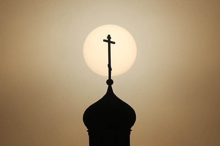 Глава упраздненной Константинополем русской архиепископии попросил принять ее в РПЦ