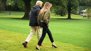 Меланью Трамп раскритиковали за выбор обуви для поездки в Техас