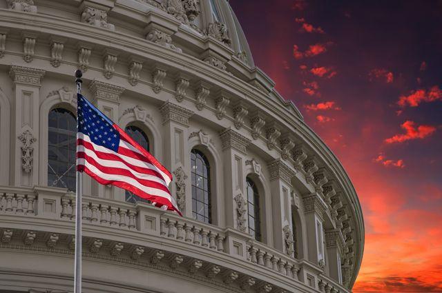 «Эра доллара близится к закату»: обозреватель рассказал, чем обернулась попытка США отомстить за потерю лидерства