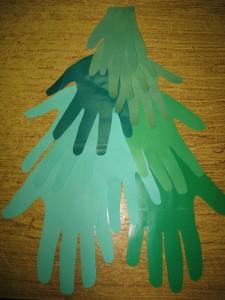 Елочка из бумажных рук с пожеланиями