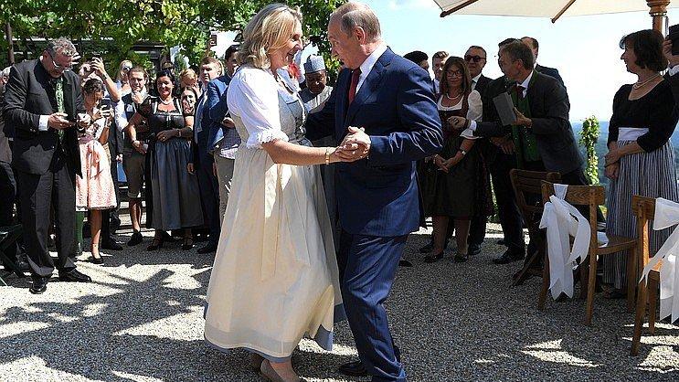 Песков рассказал, чем Путин занимался на свадьбе главы МИД Австрии