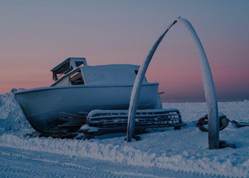 Заснеженные пейзажи и полярная ночь: как устроена жизнь в самом северном городе Аляски