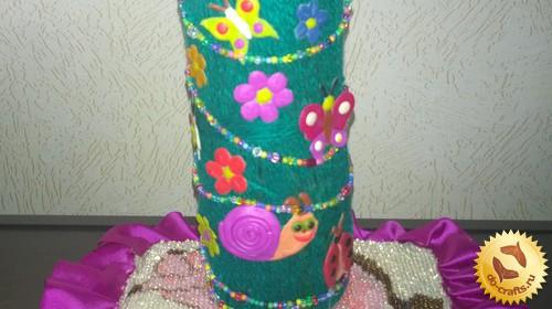Ваза из пластиковой бутылки в весеннем стиле
