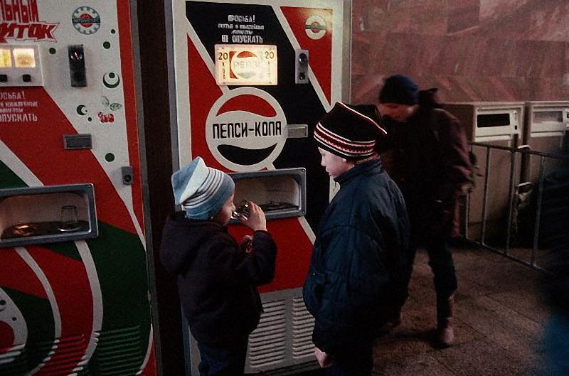 Что продавалось в торговых автоматах СССР: от бутербродов до керосина