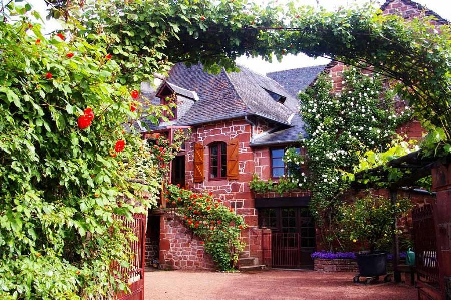 Красная деревня Коллонж-ла-Руж, Франция