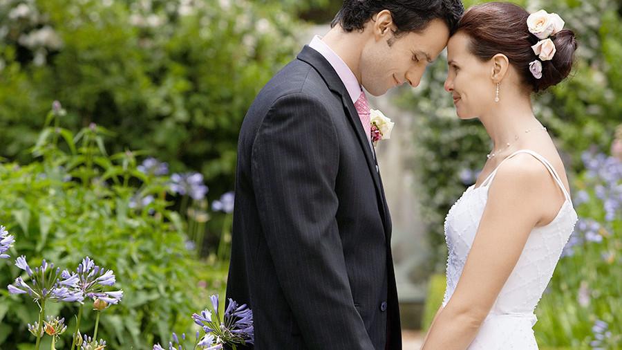 82% россиян вступают в брак по любви