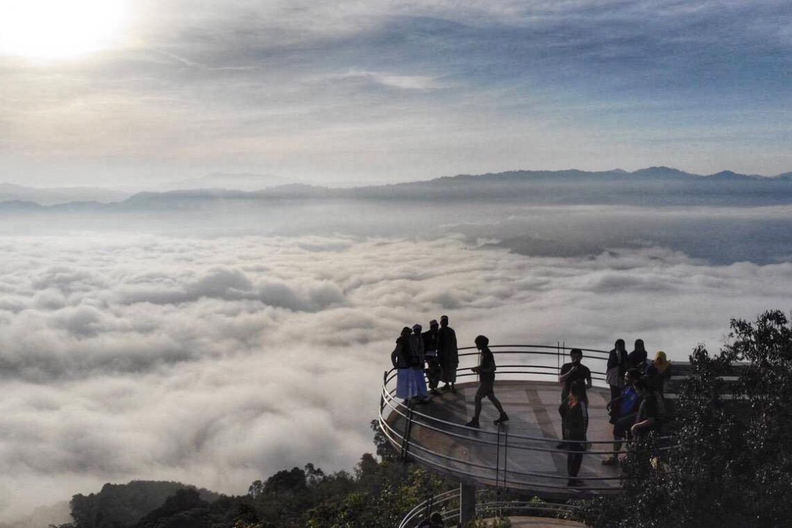 Смотровая площадка (Talay Mok Aiyoeweng) на высоте 2,038 метров над уровнем моря