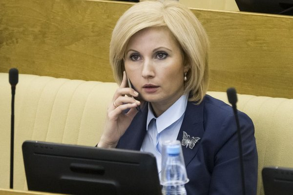 «Отдайте мне вашу з.п. в 320 тыс, а себе возьмите мою в 12 тыс.» - «указал» мужчина Депутату Единой России