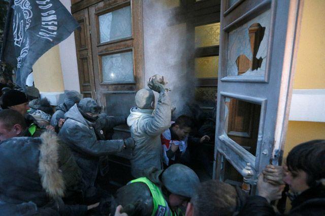 Зачем сторонники Саакашвили штурмовали Октябрьский дворец в Киеве?