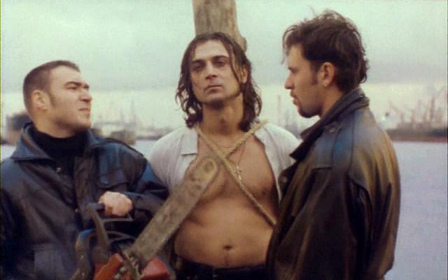 Кино 90-ых «Тело будет предано земле, а старший мичман будет петь» (1998)