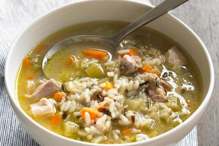 Суп с рисом и консервированным тунцом