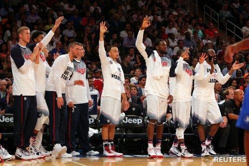 Звезды сборной США сразились в умении бросать со скамейки (ВИДЕО)