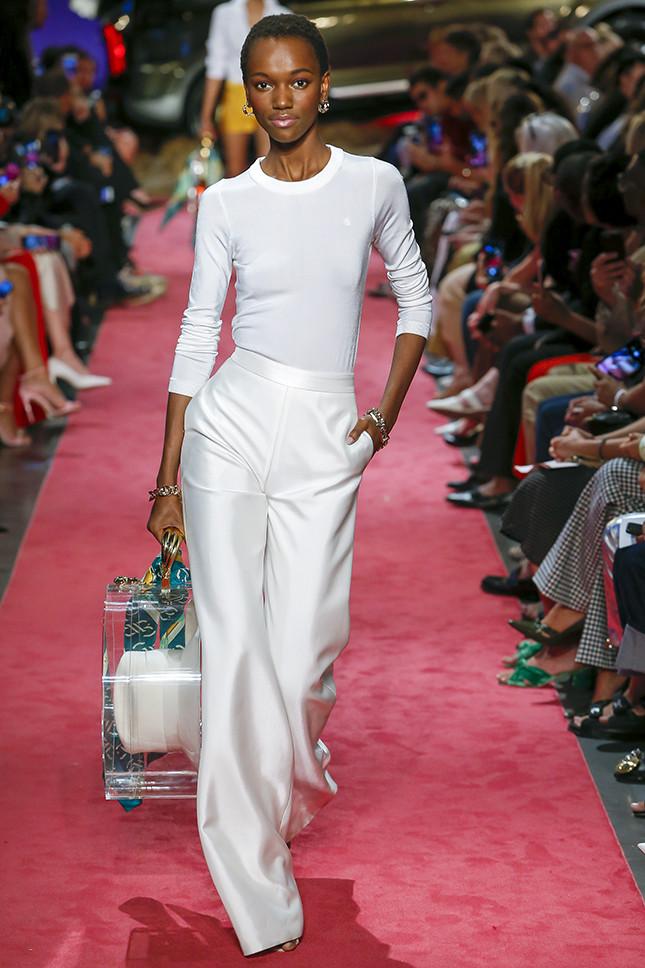 Белые брюки — абсолютный мастхэв следующей весны