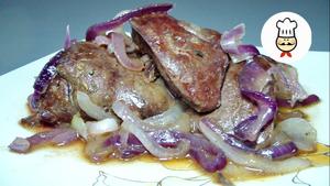 Фото к рецепту: Куриная печень с медом и луком