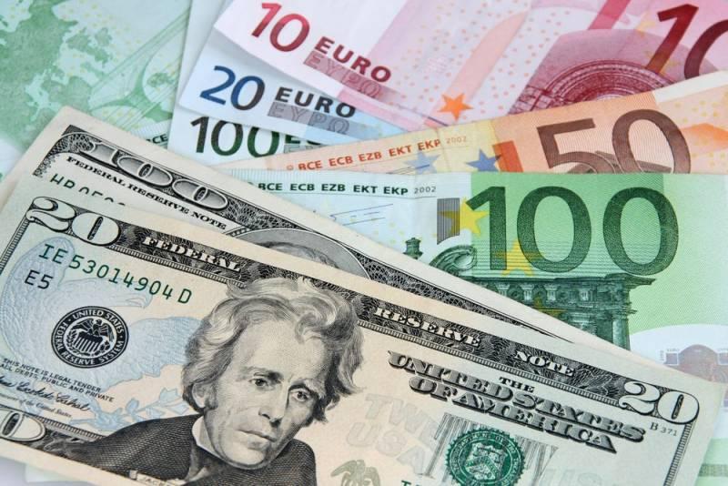Чем был вызван ажиотаж на валюту в России?