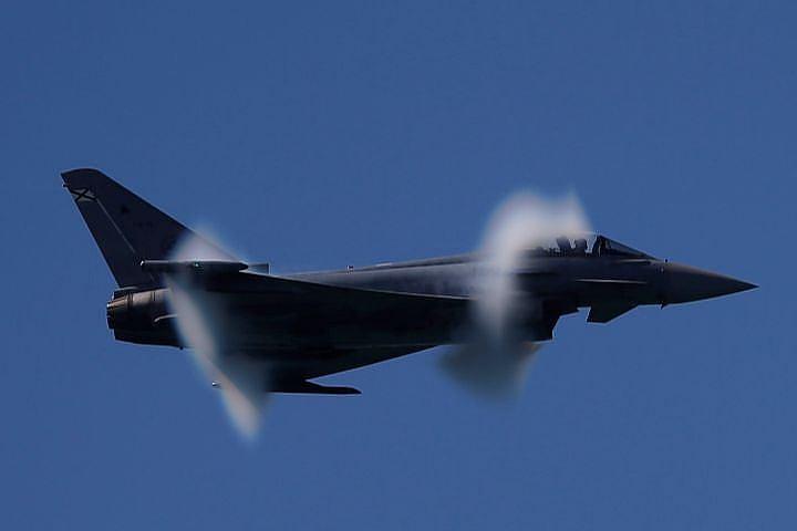 Истребители ВВС Британии соп…