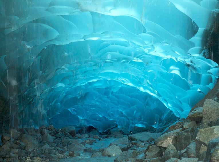 Ледяные пещеры Менденхолл на Аляске