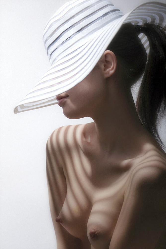 Девушка В Шляпе Эро