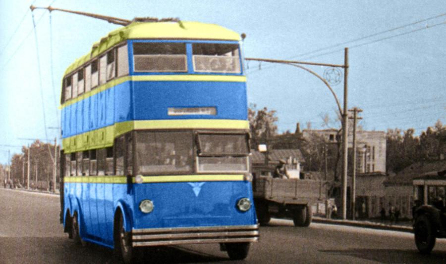 Первый отечественный 2-этажный троллейбус ЯТБ-3