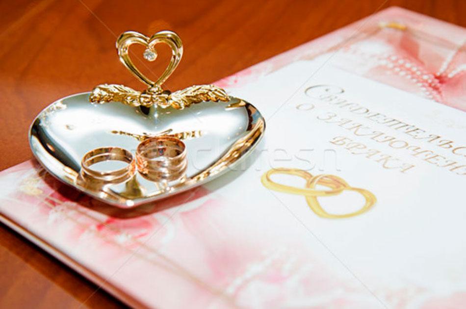 Молодой украинец женился на двоюродной бабушке
