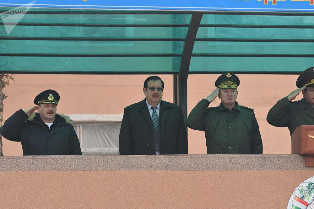 Церемония передачи Россией военной техники Таджикистану