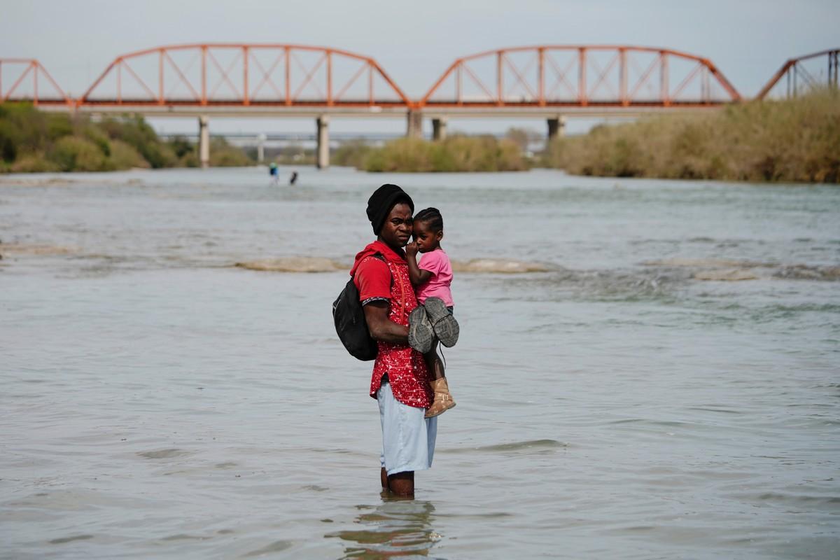 Добраться до США через реку Рио-Гранде