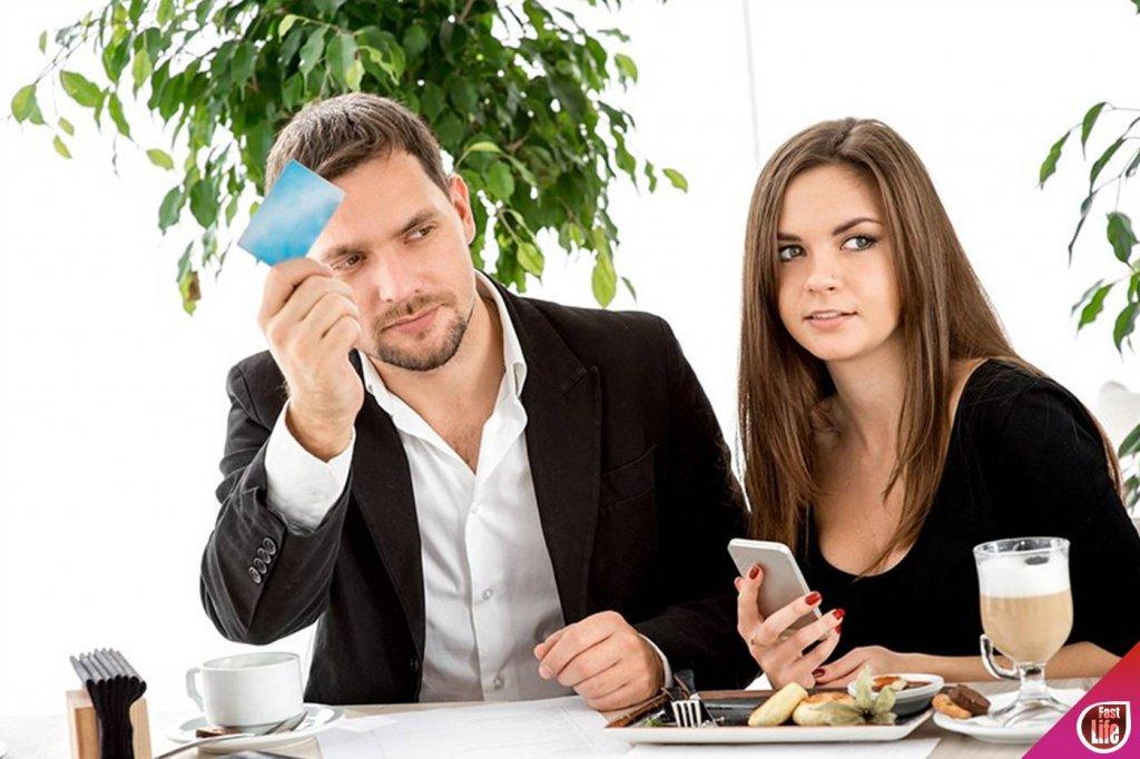 Вечная дилемма! Платить за девушку на свидании или делить счет пополам?