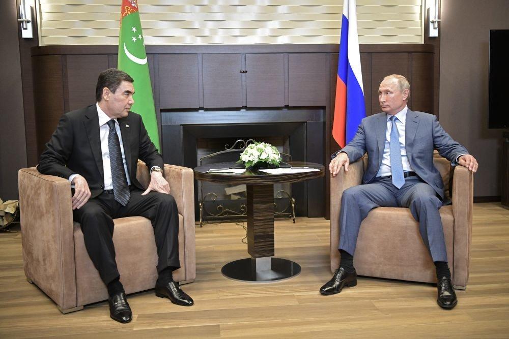 Путин предложил президенту Туркмении неформально обсудить двусторонние вопросы
