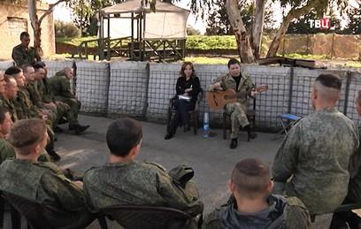 Российские артисты поздравили военных в Хмеймиме с Новым годом