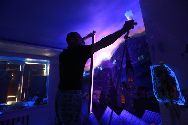 Роспись стен светящими красками