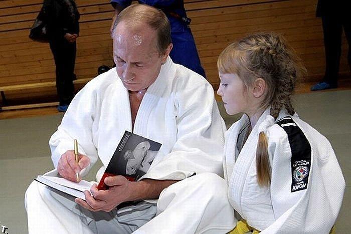 Президент РФ наградит победи…