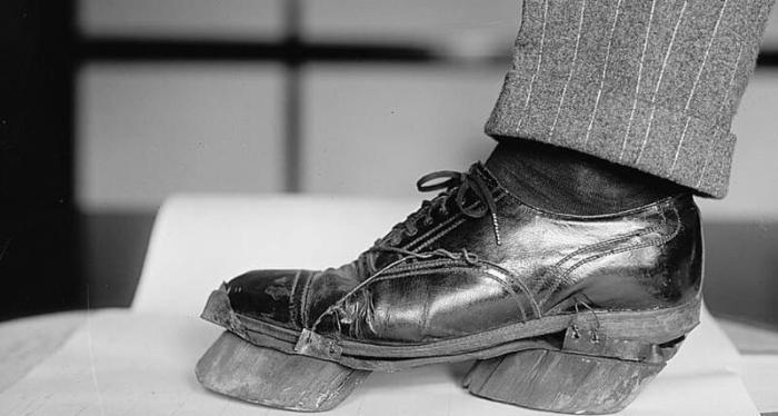 Вот зачем гангстеры регулярно надевали такую обувь. Оказывается, это жизненно необходимо!