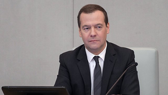 Медведев пообещал повысить МРОТ до уровня прожиточного минимума