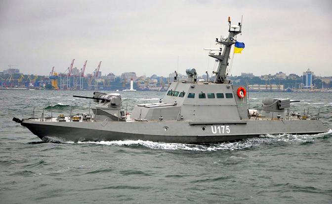 Переброшенные в Бердянск украинские бронекатера могут начать досмотр судов, следующих в наши порты