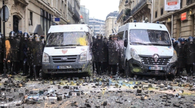 О «злочинной владе» Макрона и парижском Майдане. Александр Роджерс