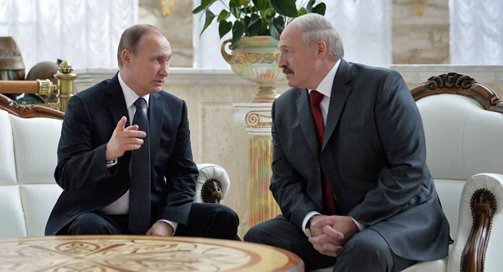 Пусть сначала Крым признает: Лукашенко просит у Москвы миллиард