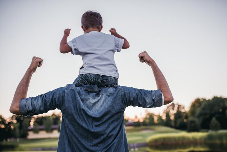 Фото №1 - Как помочь ребенку подружиться с отчимом