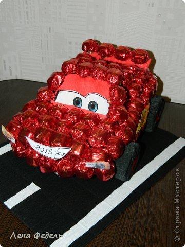 Мастер-класс Свит-дизайн День рождения Моделирование конструирование Молния Маквин из конфет Бумага гофрированная фото 8